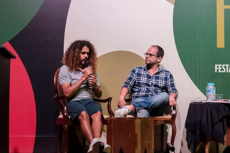 Mesa Ficção e Realidade na Literatura Contemporânea